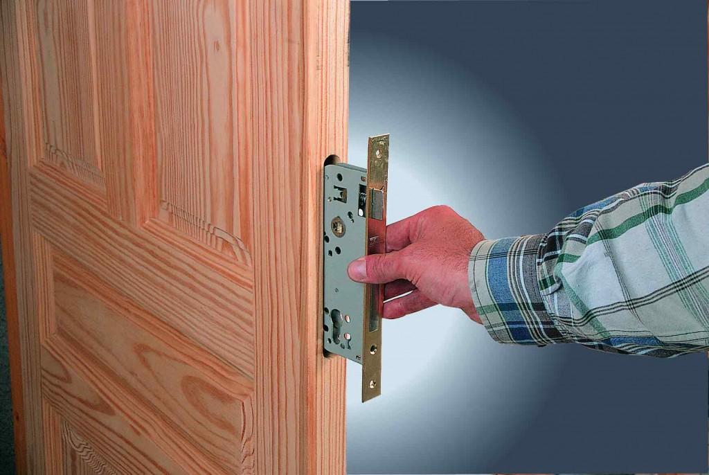Входную металлическую дверь своими руками видео